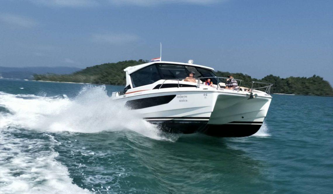 SHA-SHI-Luxury-Private-Catamaran-Speed-Cruiser-Island-Hopping-Phuket-in-style_3-1140x664