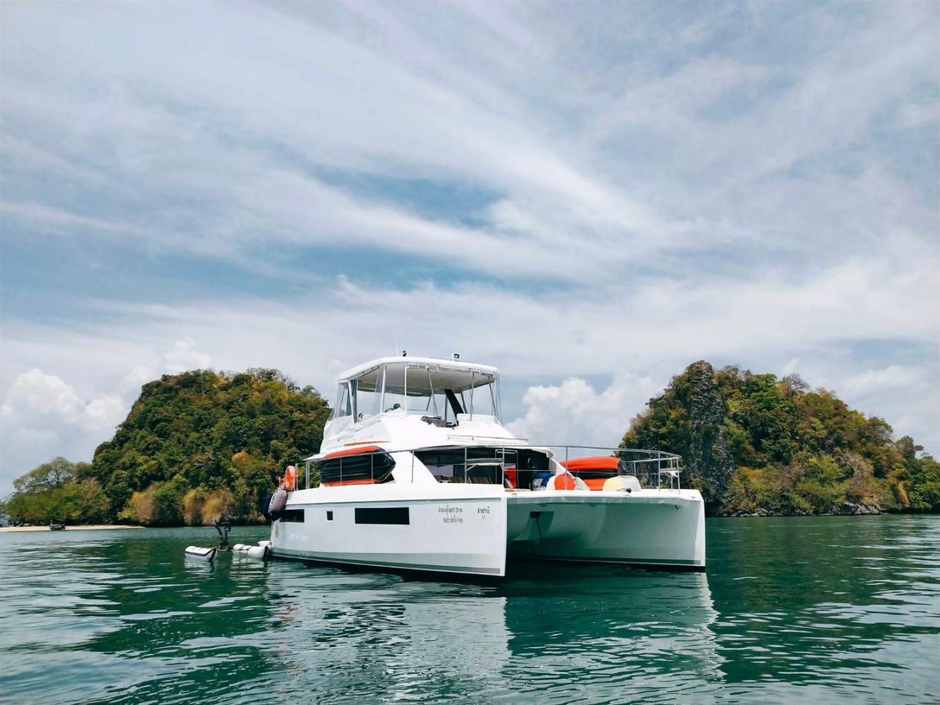Shasansi-Phucker-thailand-boat