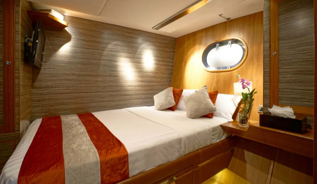 sl-silverling-phuket-yacht-charter-cabins-1